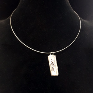 WORD CHARM WIRE NECKLACE